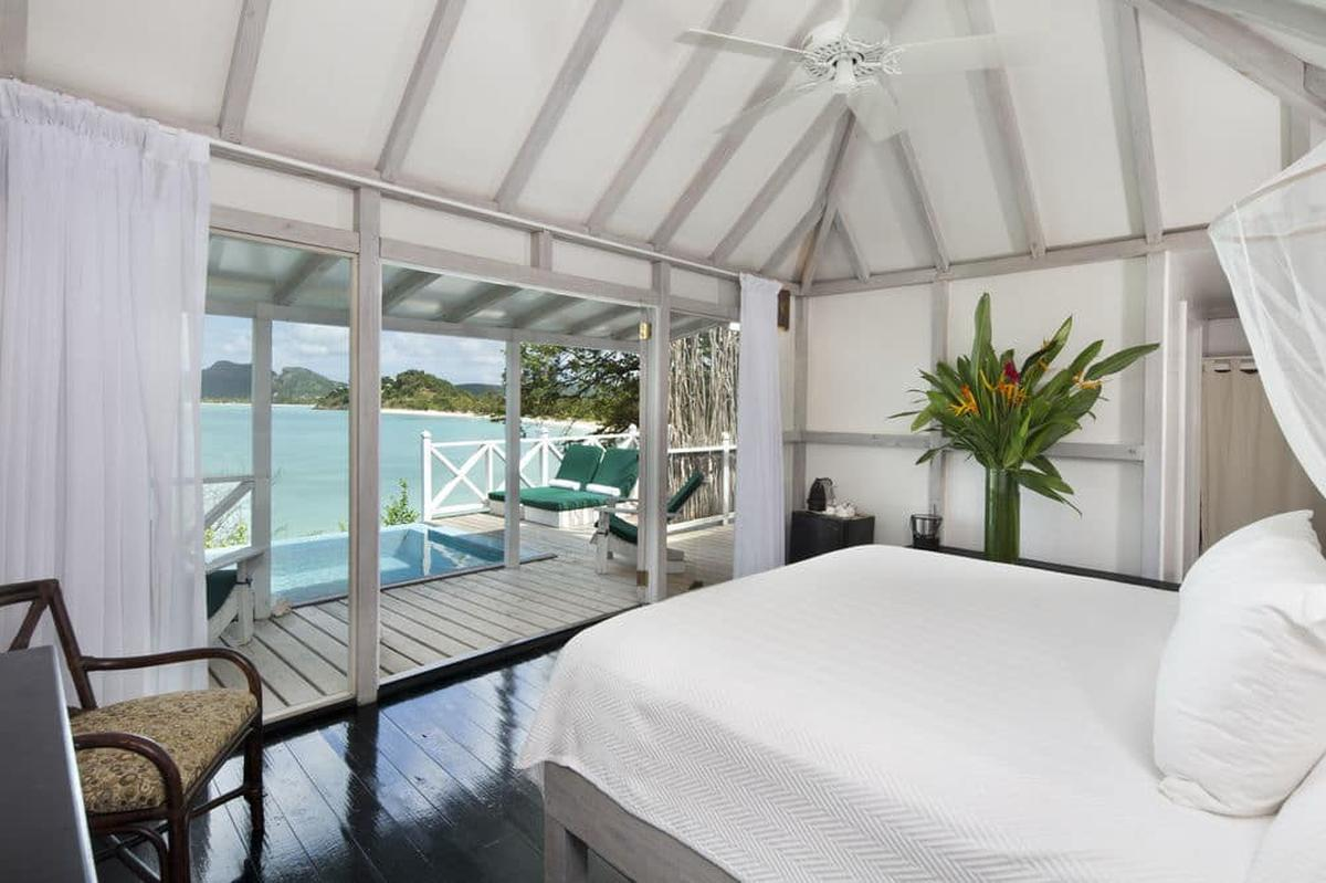 content/hotel/Antigua hotelek/Cocobay Resort/Accommodation/Premium Waterfront Suite/cocobayresort-acc-premiumwaterfrontsuite-02.jpg
