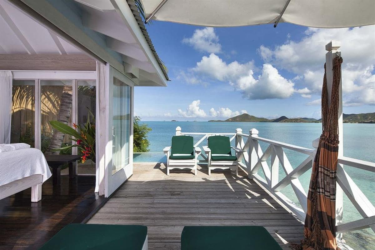 content/hotel/Antigua hotelek/Cocobay Resort/Accommodation/Premium Waterfront Suite/cocobayresort-acc-premiumwaterfrontsuite-03.jpg