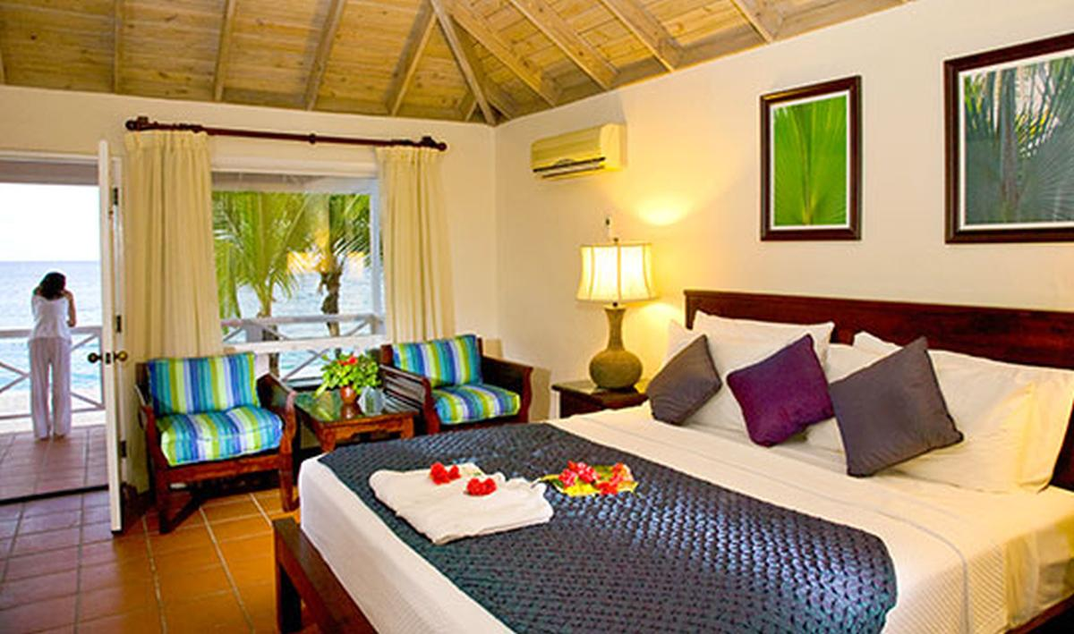 content/hotel/Antigua hotelek/Galley Bay Resort/Accommodation/Deluxe Beachfront Room/galleybayresort-acc-deluxebeachfrontroom-01.jpg
