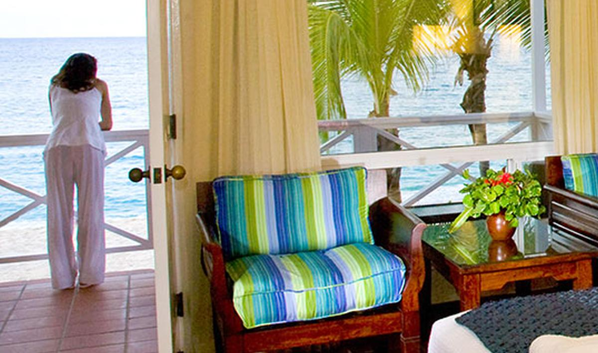 content/hotel/Antigua hotelek/Galley Bay Resort/Accommodation/Deluxe Beachfront Room/galleybayresort-acc-deluxebeachfrontroom-02.jpg