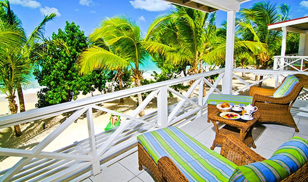 content/hotel/Antigua hotelek/Galley Bay Resort/Accommodation/Premium Beachfront Suite/galleybayresort-acc-premiumbeachfrontsuite-01.jpg