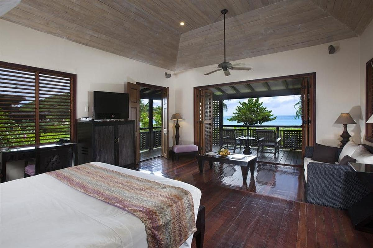 content/hotel/Antigua hotelek/Hermitage Bay Hotel/Accommodation/Beachfront Suite/hermitagebayhotel-acc-beachfrontsuite-01.jpg