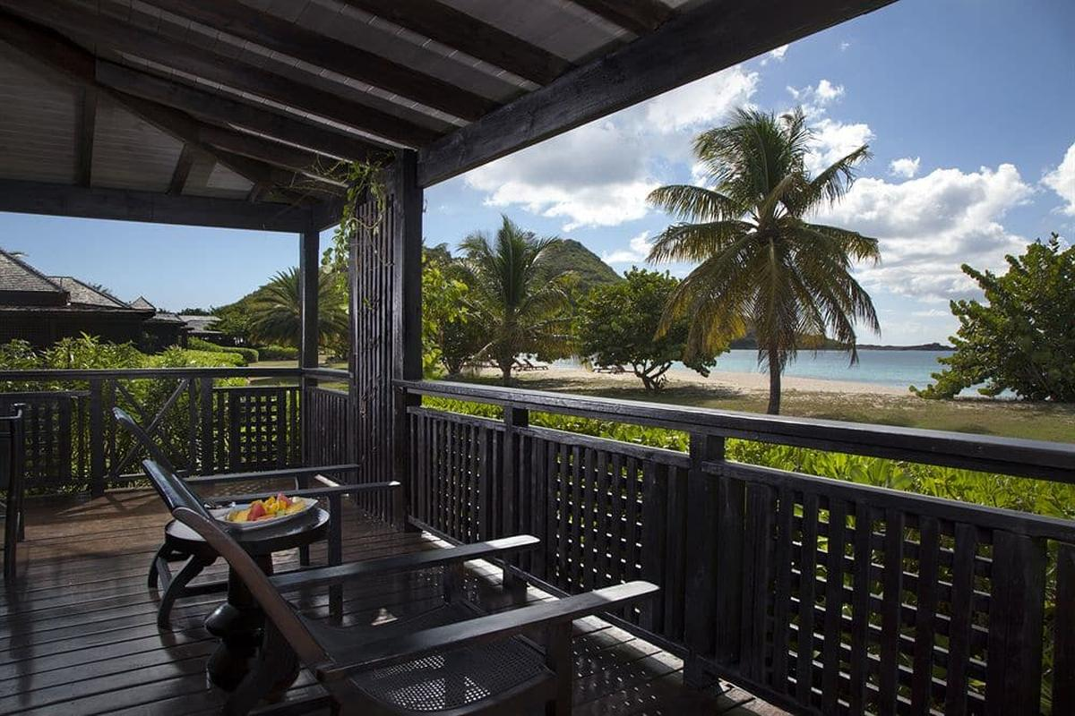 content/hotel/Antigua hotelek/Hermitage Bay Hotel/Accommodation/Beachfront Suite/hermitagebayhotel-acc-beachfrontsuite-02.jpg