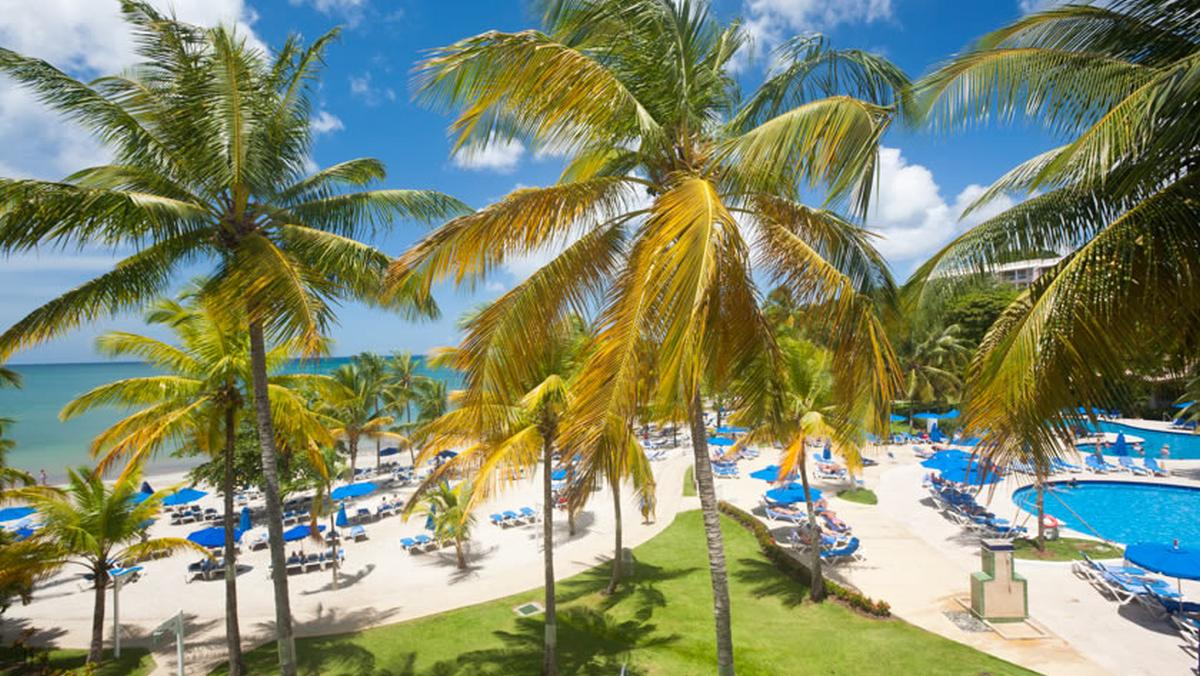 content/hotel/Antigua hotelek/St. James Club and Villas/Accommodation/Beachfront Room/stjamesclubandvillas-acc-beachfrontroom-02.jpg