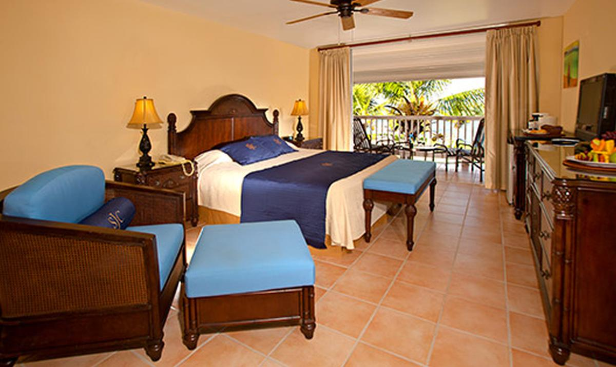 content/hotel/Antigua hotelek/St. James Club and Villas/Accommodation/Premium Oceanview Room/stjamesclubandvillas-acc-premiumoceanviewroom-01.jpg