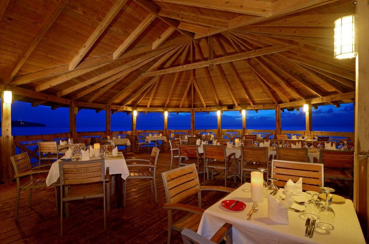 content/hotel/Antigua hotelek/St. James Club and Villas/Dining/stjamesclubandvillas-dining-04.jpg