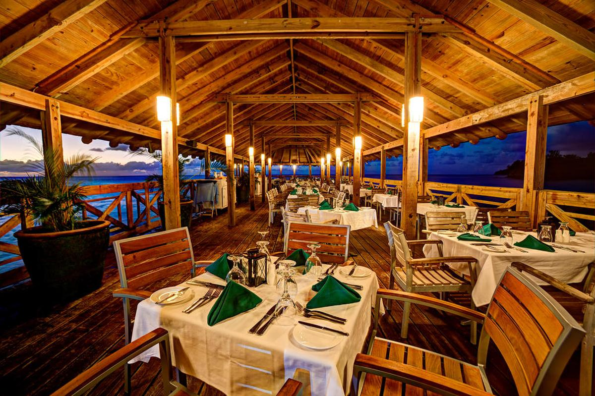content/hotel/Antigua hotelek/St. James Club and Villas/Dining/stjamesclubandvillas-dining-05.jpg
