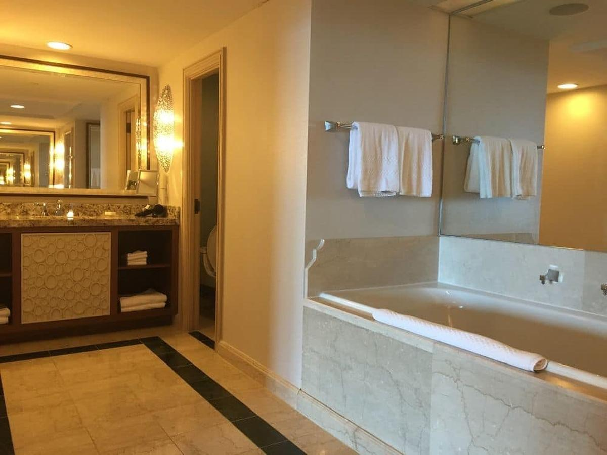 content/hotel/Bahama-szigetek hotelek/Atlantis Paradise Island Royal Towers/Accommodation/One Bedroom Regal Suite/atlantisparadiseislandroyaltowers-acc-onebedroomregalsuite-02.jpg