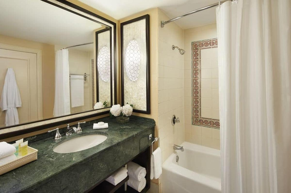 content/hotel/Bahama-szigetek hotelek/Atlantis Paradise Island Royal Towers/Accommodation/Waterview Room/atlantisparadiseislandroyaltowers-acc-waterviewroom-01.jpg