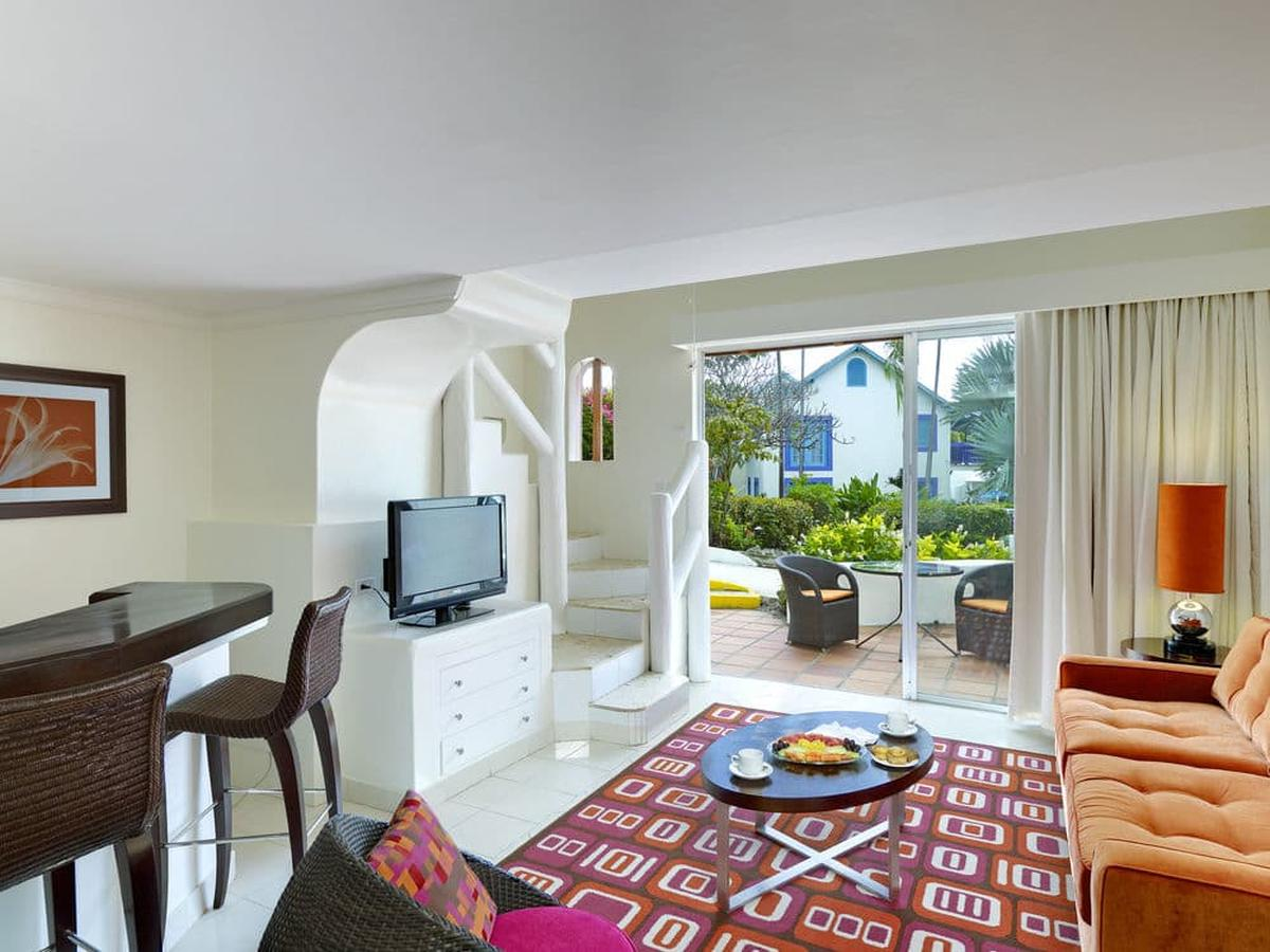 content/hotel/Barbados hotelek/Crystal Cove by Elegant Hotels/Accommodation/One Bedroom Suite PoolGardenview/crystalcovebyeleganthotels-acc-one-bedroom-suitepoolgardenviewroom-01.jpg