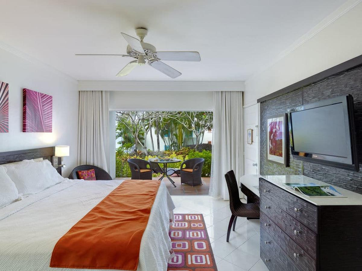 content/hotel/Barbados hotelek/Crystal Cove by Elegant Hotels/Accommodation/PoolGardenview Room/crystalcovebyeleganthotels-acc-poolgardenviewroom-012.jpg