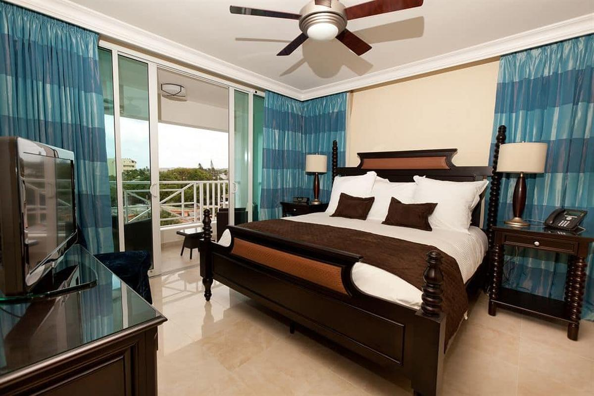 content/hotel/Barbados hotelek/Ocean Two Resort and Residence/Accommodation/Hotel Room/oceantworesortandresidence-acc-hotelroom-01.jpg