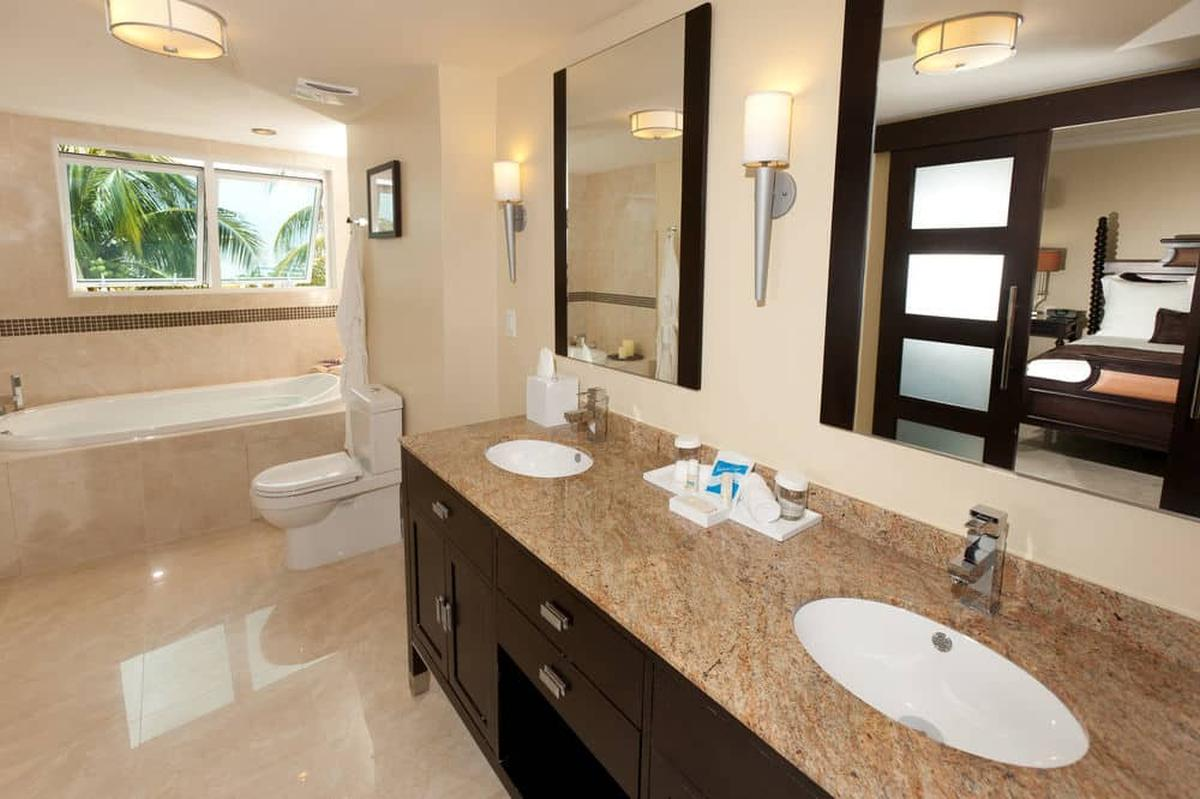content/hotel/Barbados hotelek/Ocean Two Resort and Residence/Accommodation/Two Bedroom Bay View Suite/oceantworesortandresidence-acc-twobedroombayviewsuite--04.jpg