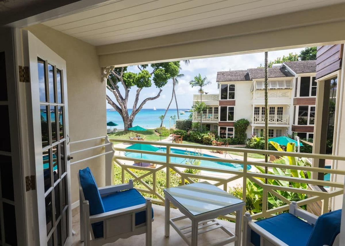 content/hotel/Barbados hotelek/Treasure Beach Hotel/Accommodation/Poolview One Bedroom Suite/treasurebeachhotel-acc-poolviewonebedroomsuite-01.jpg