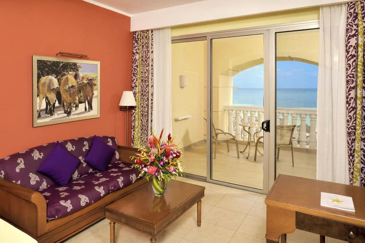 content/hotel/Jamaika hotelek/Iberostar Rose Hall Suites/Accommodation/Junior Suite Oceanfront/iberostarrosehallsuites-acc-juniorsuiteoceanfront-02.jpg