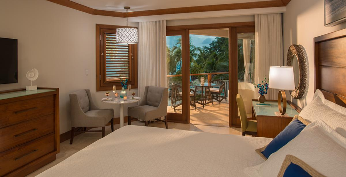 content/hotel/Sandals Negril/Accommodation/Caribbean Beachfront Grande Luxe Club Level Room/sandalsnegril-acc-caribbeanbeachfrontgrandeluxeclublevelroom-01.jpg