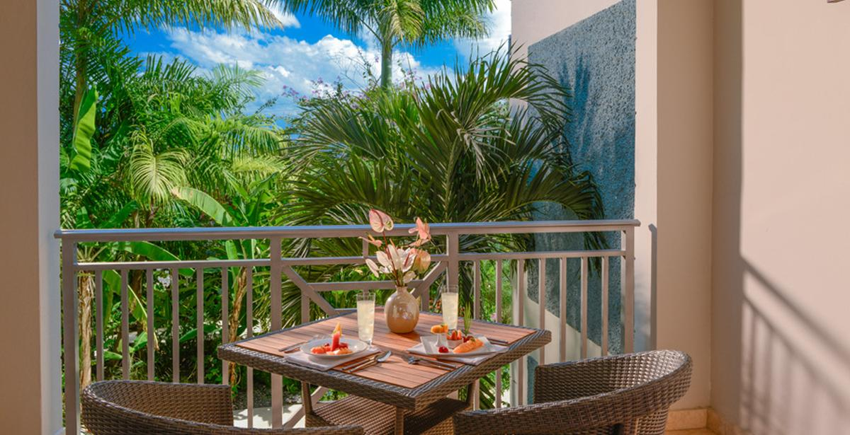 content/hotel/Sandals Negril/Accommodation/Caribbean Premium Room/sandalsnegril-acc-caribbeanpremiumroom-02.jpg