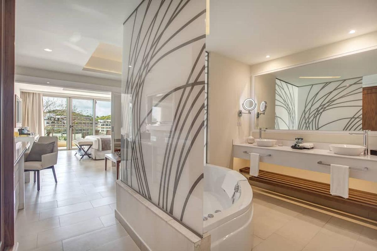 content/hotel/St. Lucia hotelek/Royalton Saint Lucia Resort and Spa/Accommodation/Luxury Family Suite/royaltonsaintluciaresortandspa-acc-luxuryfamilysuite-04.jpg