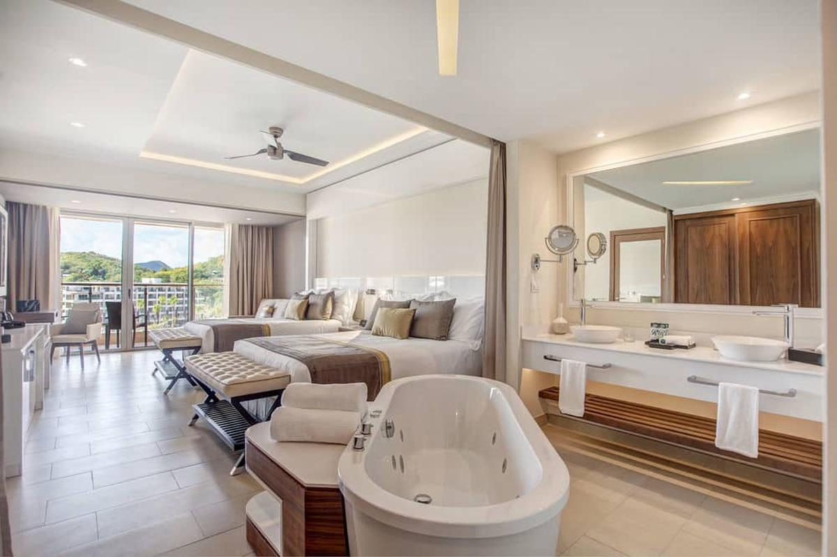 content/hotel/St. Lucia hotelek/Royalton Saint Lucia Resort and Spa/Accommodation/Luxury Junior Suite Oceanview Diamond Club/royaltonsaintluciaresortandspa-acc-luxuryjuniorsuiteoceanview-01.jpg