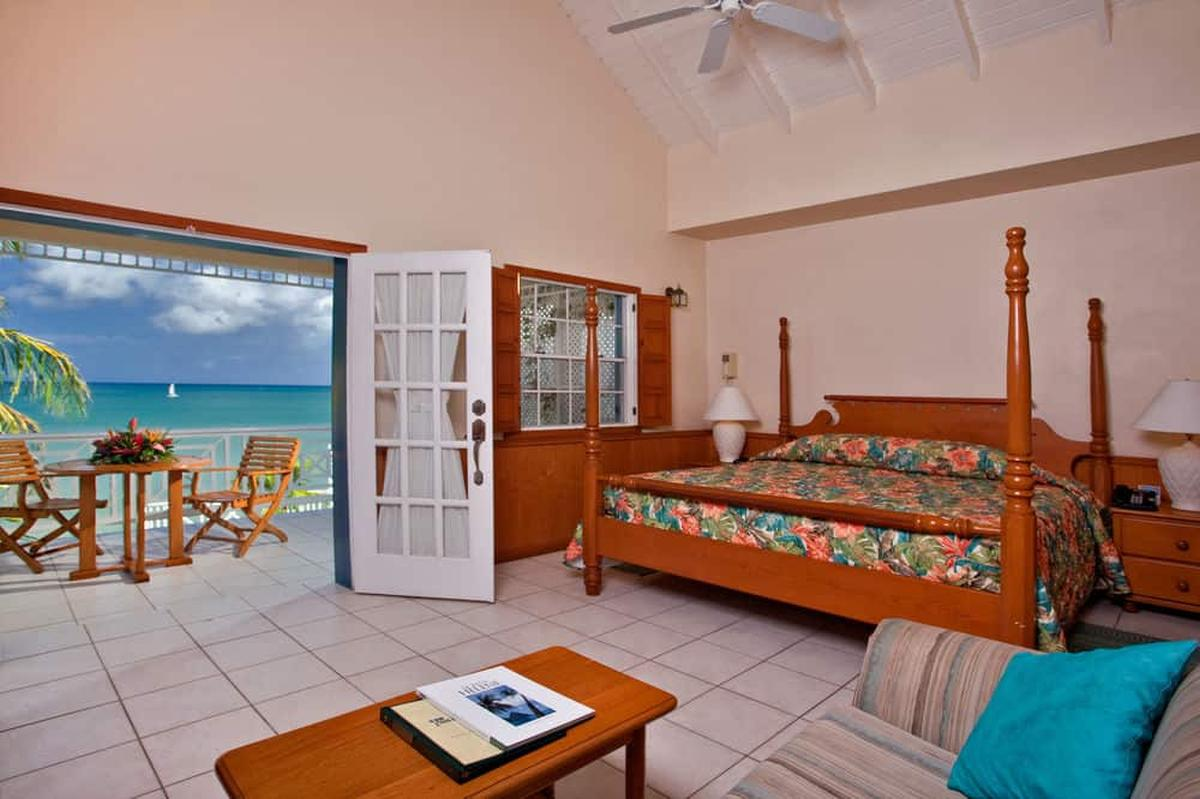 content/hotel/St. Lucia hotelek/Villa Beach Cottages/Accommodation/Standard One Bedroom Villa Suite (upper)/villabeachcottages-acc-standardonebedroomvillasuiteupper-01.jpg